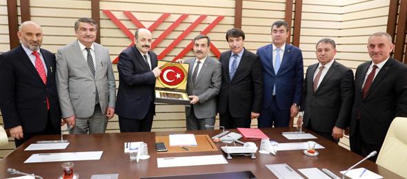 Genel Başkanımız Önder Kahveci ve Genel Başkan Yardımcılarımız İsmail Türk, Ümit Turhan, Kenan Karaçam ve Mustafa Köse ile birlikte YÖK Başkanı Prof. Dr. Yekta Saraç'ı ziyaret etti.