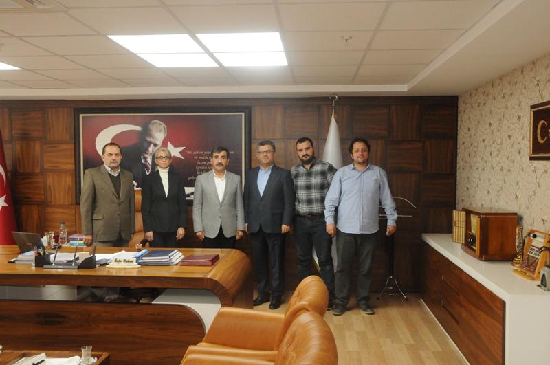 TÜSAV  (Türkiye Sağlık Çalışanları Eğitim ve Dayanışma Vakfı) Başkanı Prof. Dr. Sefer Aycan ve yönetim kurulu üyeleri genel Başkanımız Önder Kahveci'yi ziyaret ettiler.