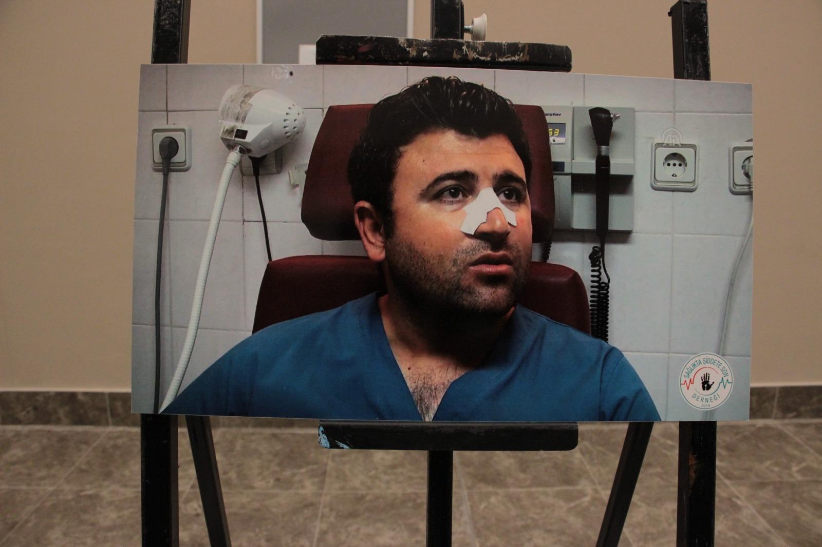 Türk Sağlık Sen Elazığ Şubesi bir ilki gerçekleştirerek sağlıkta şiddete dikkat çekmek ve şiddete tepki göstermek amacıyla Fethi Sekin Şehir Hastanesi'nde fotoğraf sergisi açtı.