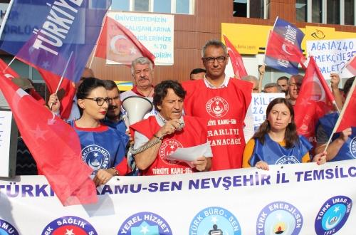 """Türkiye Kamu-Sen Maaş Zammını Protesto Etti: """"Ağam Bizimle Eyleniyor."""""""