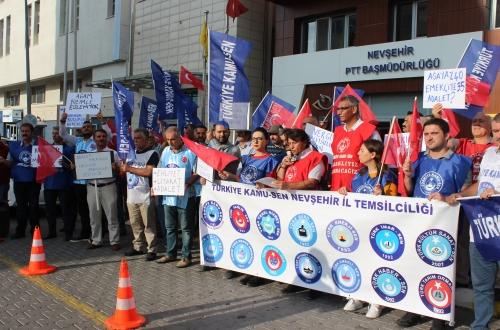 Türkiye Kamu Sen Nevşehir İl Temsilciliği Konfederasyonuna bağlı sendika üyelerinin katılımı ile Nevşehir Diriliş Meydanında çalışanların sorunlarını gündeme getiren basın açıklaması ile hükümet tarafından verilen %3.5'lu zamları, hükümeti ve yetkili sendikanın tutumunu eleştirdi.