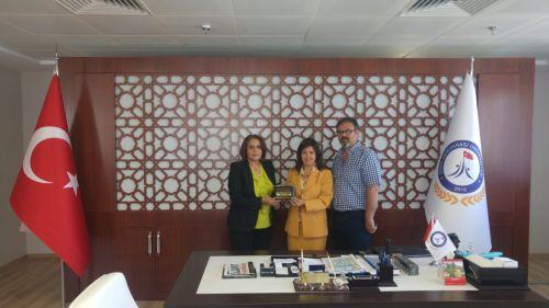 Faaliyet alanımız içine 2017-2018 yetki süreci içinde dahil edilen İzmir Demokrasi Üniversitesi Rektörü Prof. Dr. Bedriye TUNÇSİPER'i sendika olarak makamında ziyaret ettik.