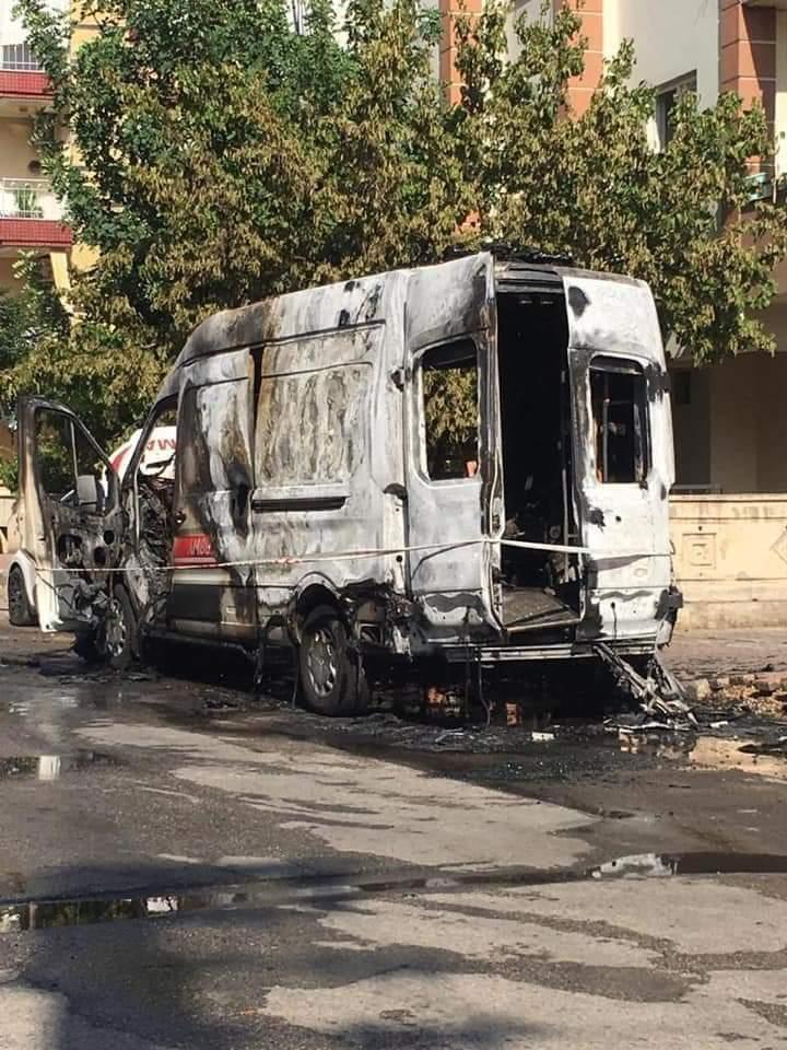 Ambulans Alev Aldı  Sağlık Personeli Hastayı Alevler İçinden Kurtardı