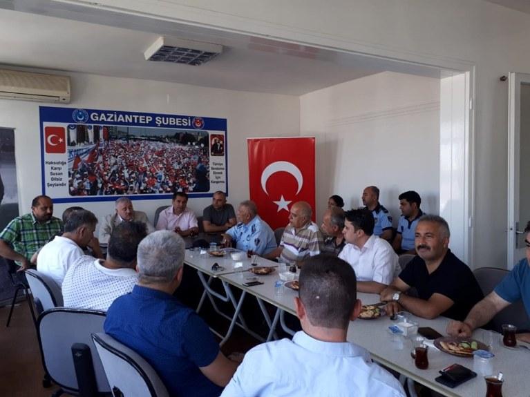 Milliyetçi Hareket Partisi Gaziantep Milletvekili Sayın Sermet ATAY Türkiye Kamu-Sen Gaziantep İl Temsilciliğini ziyaret etti.