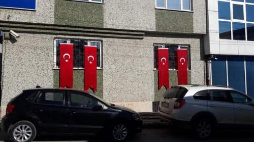 Barış Pınarı Harekatı'na desteğimizi göstermek, Mehmetçiklerimizin gücüne güç katmak için tüm vatandaşlarımızı evlerine ve iş yerlerine Ay Yıldızlı Türk Bayrağımızı asmaya davet ediyoruz.