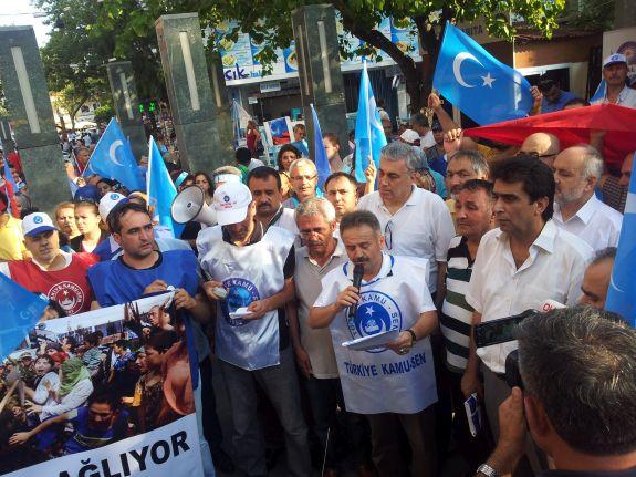 Uygur Türklerinin Yanındayız!