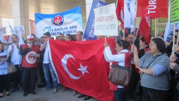 Türk Sağlık Sen Antalya Şubesi olarak 13 Mart'ta iş bırakma eylemi yapılarak  Eğitim Araştırma Hastanesi önünde toplanıp basın açıklaması yapıldı.