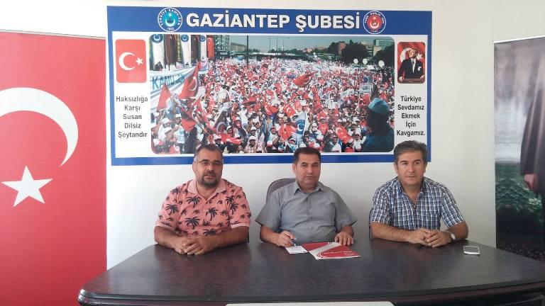 Türk Sağlık-Sen Gaziantep Şube Başkanı Kemal KAZAK; Ek ödeme yönetmeliğinde yapılan değişiklik hakkında bir basın açıklaması düzenledi. KAZAK şu ifadelere yer verdi: