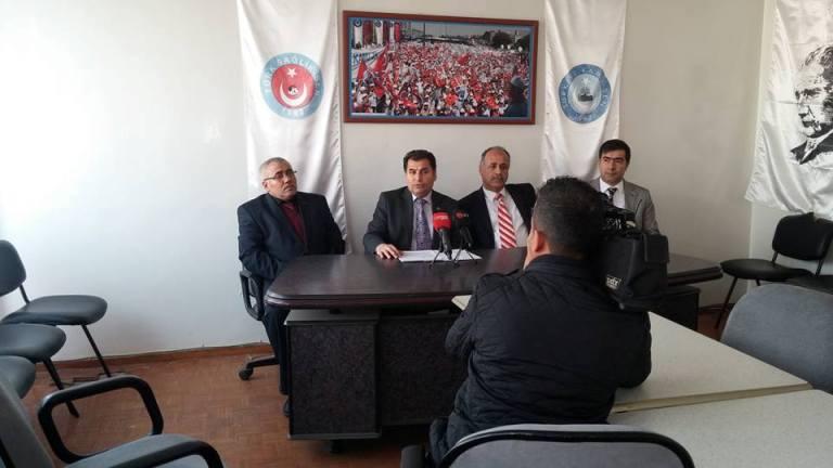 Gaziantep Şube Başkanımız Kemal KAZAK Şehit Dr. Ersin Arslan toplantı salonunda yaptığı basın açıklaması ile 2015 yılını değerlendirdi. KAZAK şu ifadelere yer verdi: