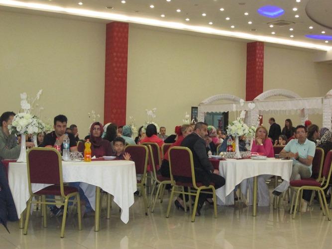 Gaziantep Şubesi olarak; Anneler Günü ve Hemşireler Haftası nedeniyle; Şahsuvar Sıra Grubu eşliğinde Şahinbey Plazada sıra gecesi düzenledik.