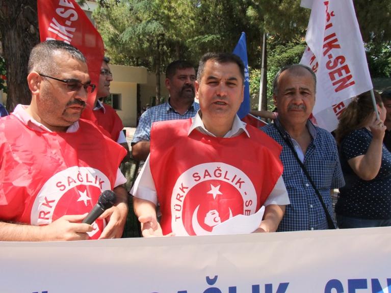 Türk Sağlık-Sen Gaziantep Şubesi olarak; Başbakan Binali YILDIRIM'ın acil servisler hakkındaki söylemlerini protesto etmek için 25 Devlet Hastanesi Acil Servisi önünde kitlesel basın açıklaması yaptık. Şube Başkanı Kemal KAZAK yaptığı açıklamada şu ifadelere yer verdi.