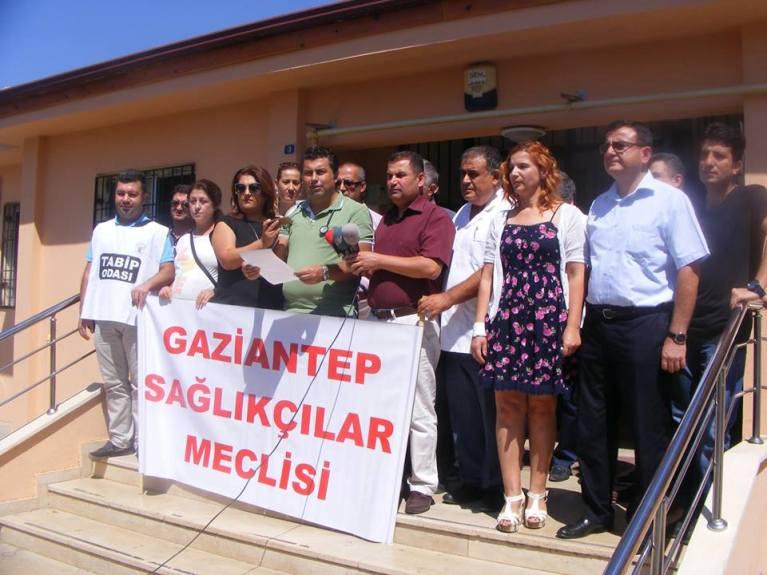 """Gaziantep - Kilis Tabipler Odası, Gaziantep Aile Hekimliği Derneği, Türk Sağlık-Sen Gaziantep Şubesi, Ses Gaziantep Şubesi, Genel Sağlık İş sendikası Gaziantep İl Temsilciliği ve Gaziantep Aile Sağlığı Elemanları Derneğinden oluşan """"Gaziantep Sağlıkçılar Meclisi"""" olarak;"""