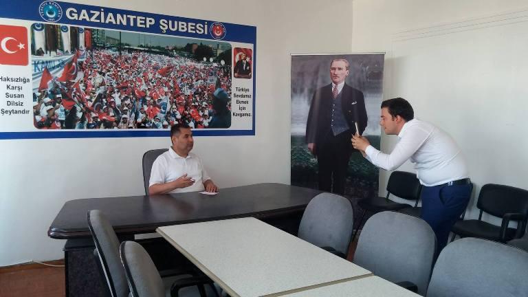 Türk Sağlık-Sen Gaziantep Şube Başkanı Kemal KAZAK; sözleşmeli sağlık personeli alımı hakkında Şehit Dr. Ersin Arslan toplantı salonunda bir değerlendirme yaptı.