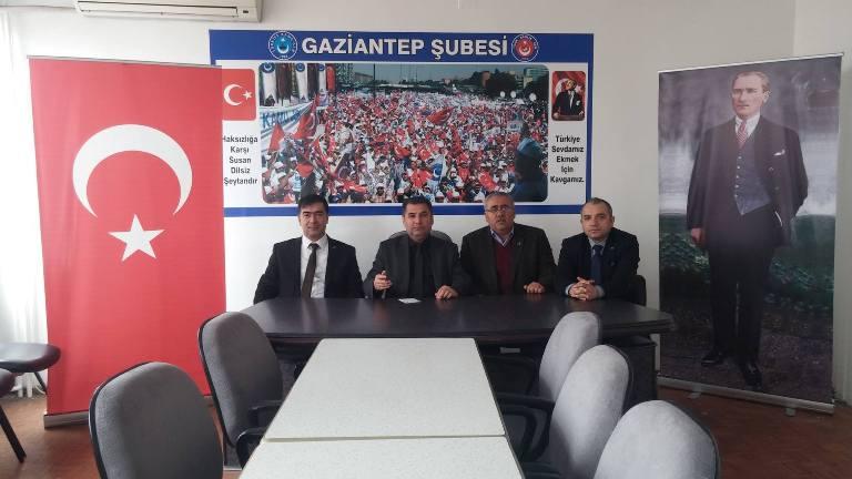 Sosyal medya üzerinden sağlıkçılara müjde başlıklı haberler hakkında Türk Sağlık-Sen Gaziantep Şube Başkanı Kemal KAZAK bir basın açıklaması yaptı. KAZAK şu ifadeler yer verdi: