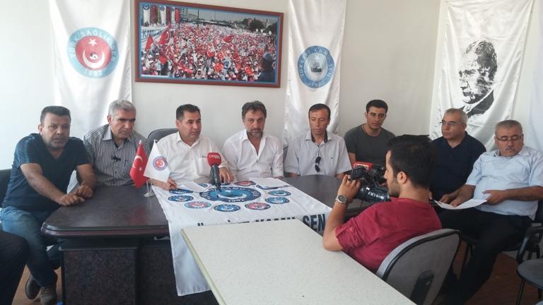 Türkiye Kamu-Sen Gaziantep İl Temsilciliği olarak; Darbe Teşebbüsünü protesto etmek için, Şehit Dr. Ersin Arslan toplantı salonunda basın açıklaması yaptık. İl Temsilcimiz Kemal KAZAK yaptığı açıklamada şu ifadelere yer verdi: