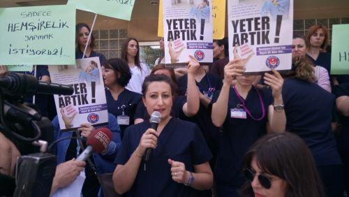 Ege Üniversitesi Hastanesi'nde uzun süredir yaşanan, hemşire eksikliği nedeni ile artan iş yükü ve nöbetler için Basın Açıklaması yaptık.