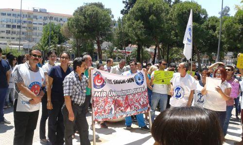 25 Haziran 2015'de, 'Kurum gelirlerinin düştüğü' ne dair bir bahaneyle döner sermayelerimizden yapılan kesintilerimizi protesto etmek amacıyla başta Türk Sağlık Sen başta olmak üzere Sağlık ve Sosyal Hizmet Emekçileri Sendikası ve Genel Sağlık İş sendikasının katılımıyla Ege Üniversitesi Başhekimliğinin önünde sesimizi yükselttik.