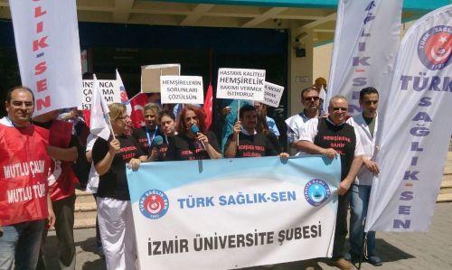Dokuz Eylül Üniversitesi Hastanesi'nde Hemşire Yetersizliğini Siyah Tişörtlerle Protesto Ettik