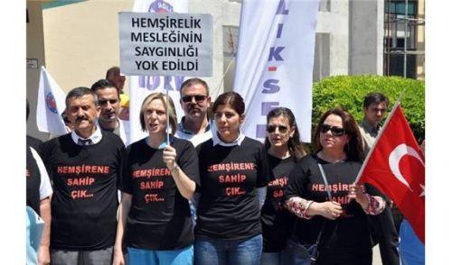 06.05.2015 Çarşamba günü, hemşire yetersizliği nedeniyle Dokuz Eylül Üniversitesi Hastanesi'nde Maliye Bakanlığı ve tüm yetkili birimleri siyah tişörtlerle protesto ederek, basın açıklaması yaptık.