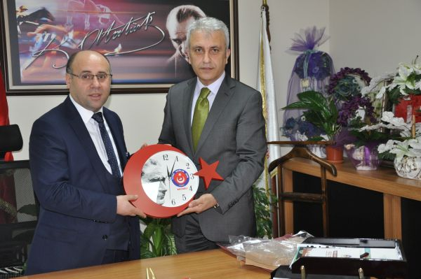 Türk Sağlık Sen Kocaeli Şube Başkanı Ömer Çeker ve heyeti Derince Eğitim Ve Araştırma Hastanesi Başhekimi Şaşkın'ı makamında ziyaret etti.