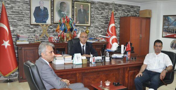 Türk Sağlık Sen Kocaeli Şube Başkanı Ömer Çeker, Türk Büro Sen Kocaeli Şube Başkanı Rıfat Oypan MHP Kocaeli İl Başkanı Aydın Ünlü'yü makamında ziyaret etti.