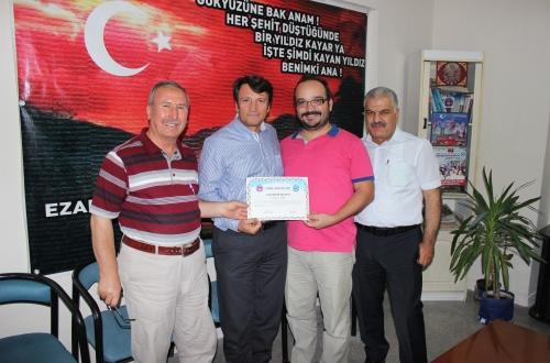 Kayseri iline tayini çıkan Ağız ve Diş Sağlığı Hastanesi temsilcimiz Diş Hekimi Onuralp Öner'e yapmış olduğu hizmetlerden dolayı teşekkür belgesi ve plaket verildi.