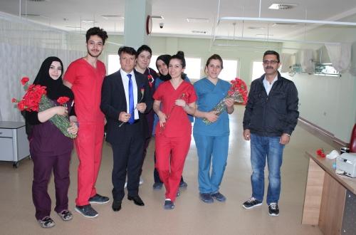 Türk Sağlık Sen Nevşehir Şubesi olarak 12-18 Mayıs Hemşireler Haftası dolayısıyla Ağız ve Diş Sağlığı, 112 Komuta Kontrol Merkezi ve Nevşehir Devlet Hastanesinde bayan sağlık çalışanlarına karanfil hediye ettik.