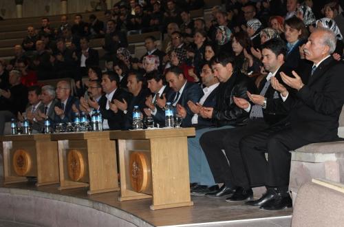 """Üniversitesi Öğretim Görevlisi Kenan Tozak'ın konuşmacı olarak katıldığı """"Çanakkale'yi Kazandıran Ruh"""" adlı konferans düzenledi."""