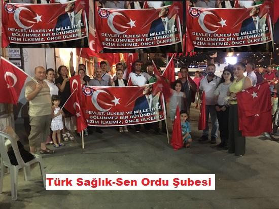"""""""BİZİM İLKEMİZ , ÖNCE ÜLKEMİZ…"""" diyen Türk Sağlık-Sen Ordu Şubesi  Yönetimi ve üyeleriyle birlikte  """"Bir şeylerin korkusuyla""""  değil   """"Birilerine bir şeyler ispatlamak""""  için değil  """"Makam yada koltuk sevdasıyla"""" asla değil  …. """" VATAN SEVDASIYLA"""" Ordu Demokrasi Meydanında 10.08.2016 Çarşamba akşamı  kurumsal olarak safımızı belli ettik ve nöbetimizi tuttuk."""