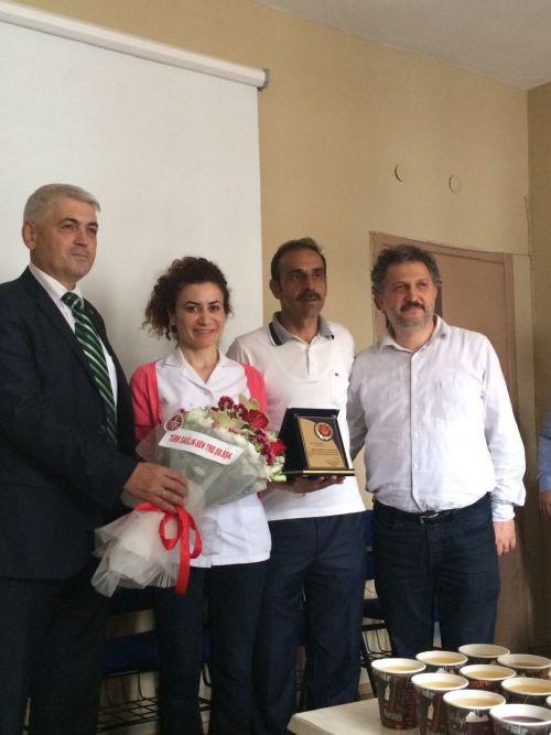 Sağlık Bakanlığı, Halk Sağlığı Müdürlüğüne bağlı Araklı İlçe Aile Sağlığı Merkezinde çalışan Ebe Şenay  ÖZEN'i, Trabzon ilimizde yılın ebesi seçmiştir.