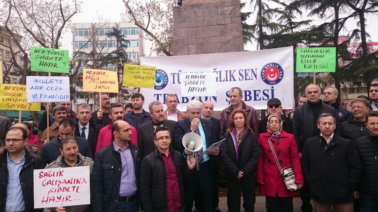 Atatürk Alanında yapılan basın açıklamasını Türk Sağlık Sen Şube Başkanı Mustafa Serdar yaptı.